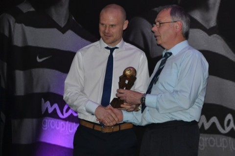 Steve Gorringe presenting Gary Jones with the Shipley Bantams Player of the Year Award 2012/13. Photo courtesy of Shipley Bantams.